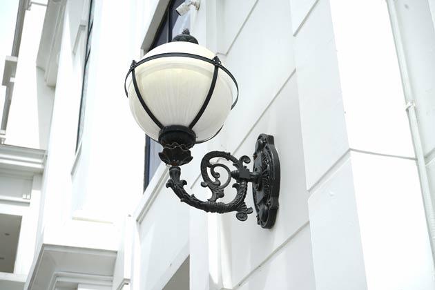 Indoor lamp post