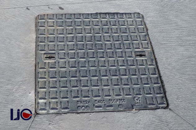 Square-shaped manhole cover