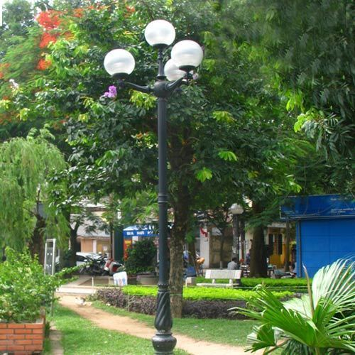 VIC LP05 lamp post