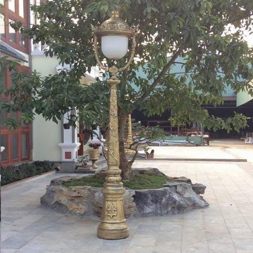 VIC LP10 lamp post