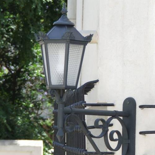 VIC LP19 lamp post