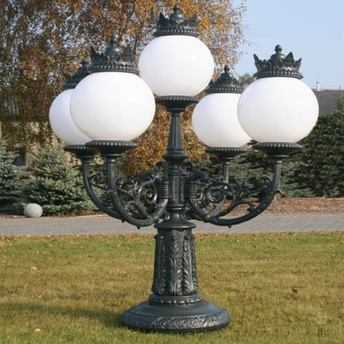 VIC LP21 lamp post