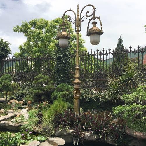 VIC LP26 lamp post
