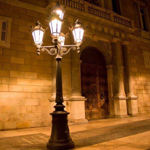 VIC LP27 lamp post