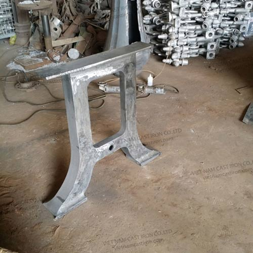 B05 Cast Iron Bench Legs