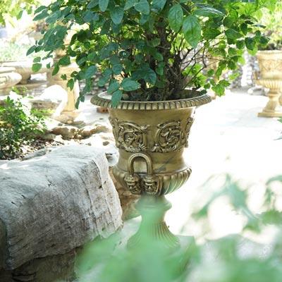 Rust garden urn planters