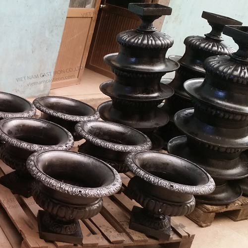 UP04 Cast Iron Urn Planters