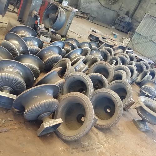 UP04 Cast Iron Urn Planters