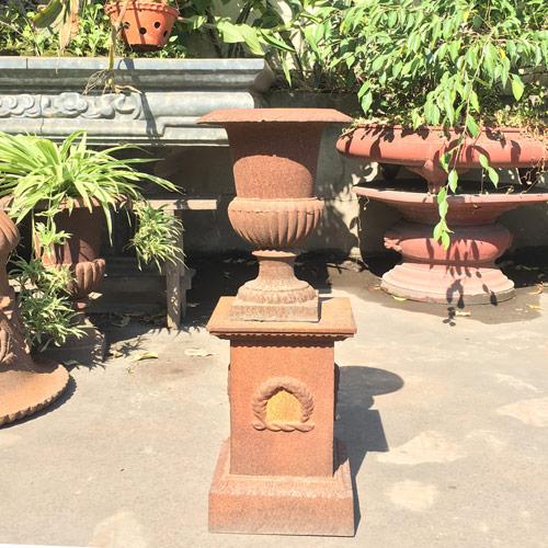 UP05 Rustic Cast Iron Garden Decoration Urn Planter