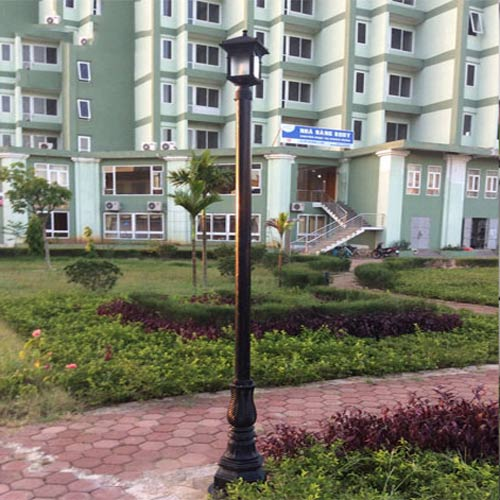 VIC LP32 lamp post