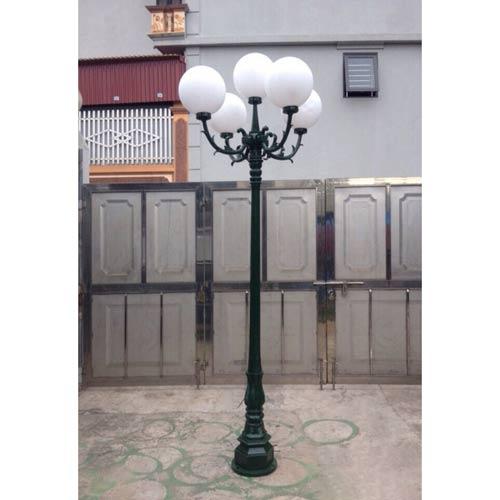 VIC LP32 lamp post