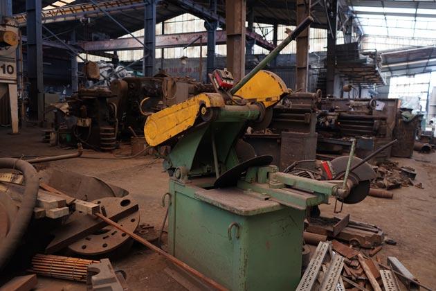 Cut machine use in metal foundry