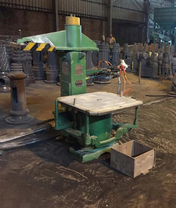 Green sand molding machine