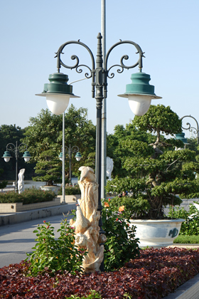 Vintage lamp post with curve arm