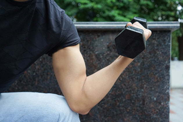 dumbbell works on muscle growth