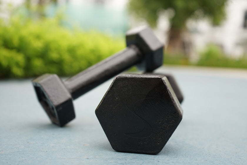Fixed weight solid cast iron dumbbells