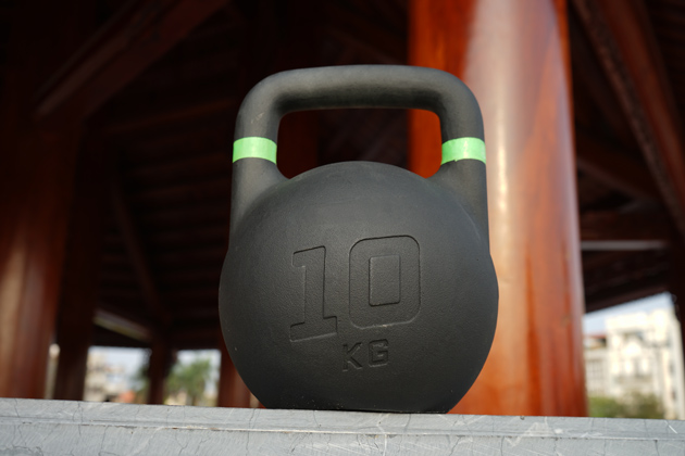 Single solid cast kettlebell offers evenly weight distribution that benefits the workout goal